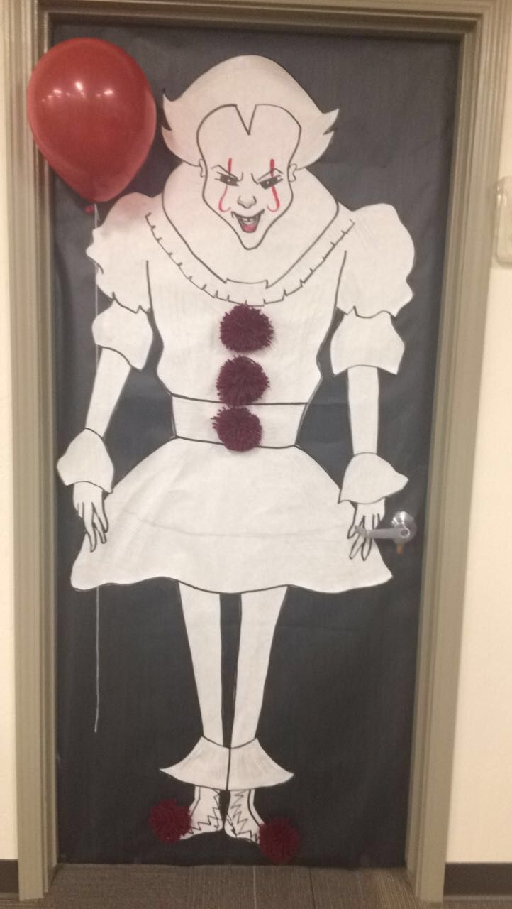 Pennywise From It Halloween Theme Door Decorations Diy Halloween Door Decorations Halloween Door Decorations Halloween Themes