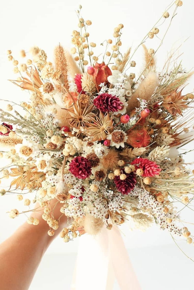 For the most stunning bouquet, shop dried flowers from Afloral.com. #driedflowers #driedflowerbouquet #bouquet Credit: @bridalwish