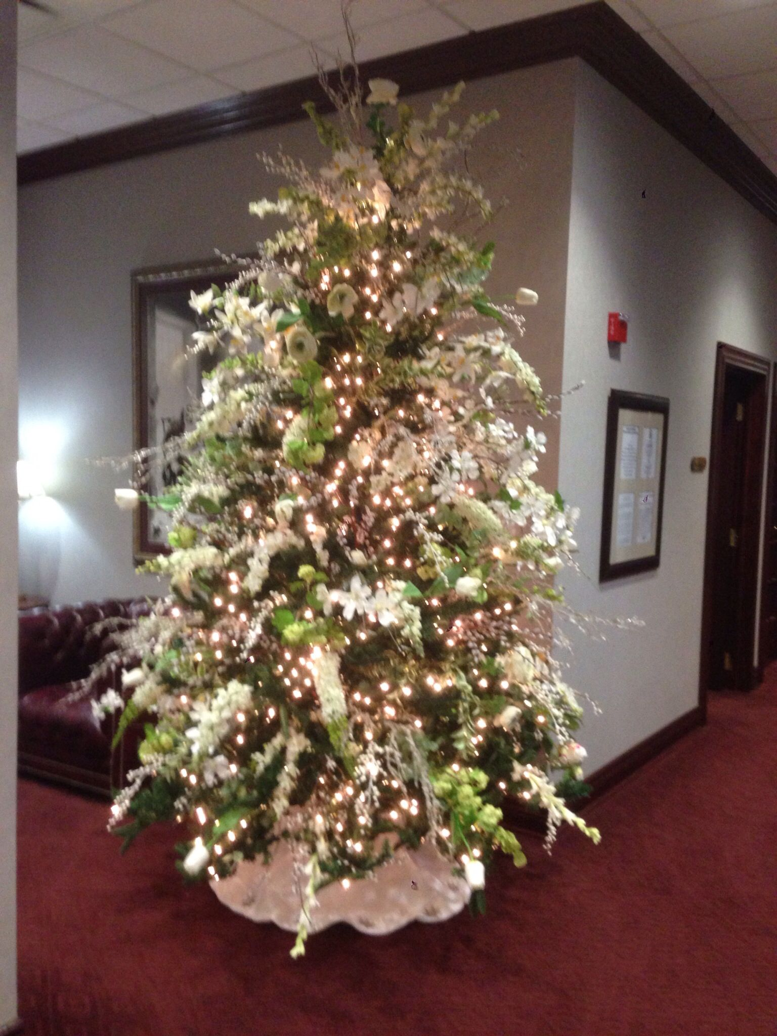 Christmas tree decorated with white flowers Christmas