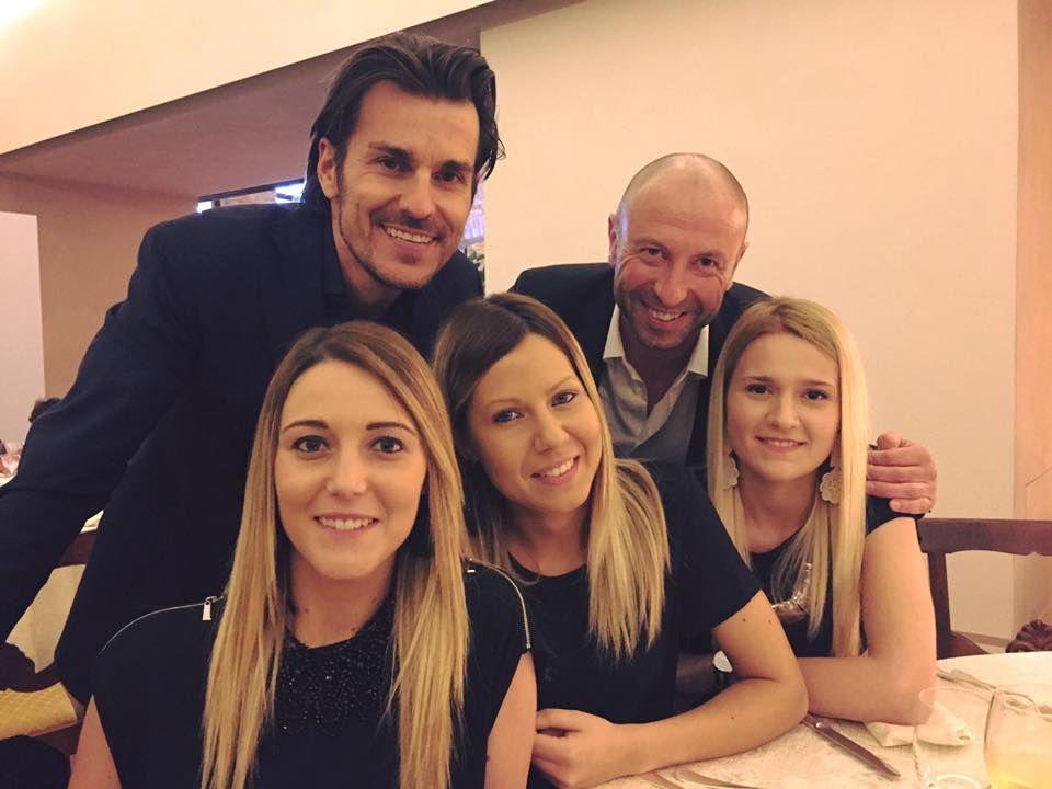 Tutto lo staff al completo durante una cena presso il Castello di Solfagnano per un incontro con la Monacelli Italy