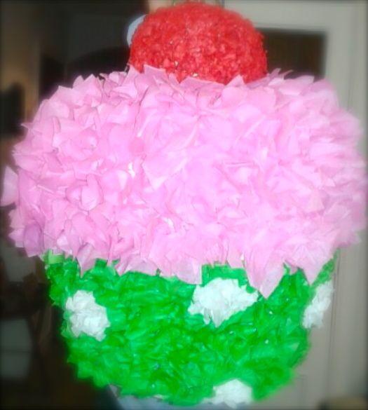 Piñata con forma de cupcake para la fiesta
