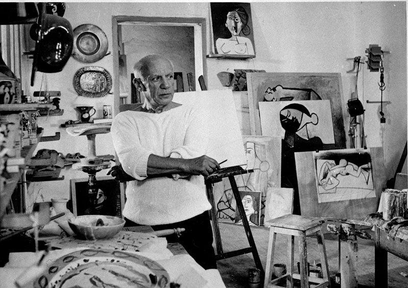"""HAPPY BIRTHDAY #Picasso! Nato il 25 ottobre 1881. Un pò di numeri: 1900:scappa dalla Spagna e si trasferisce a Parigi; 4: le dimensioni che inserì nelle sue opere cubiste: altezza, larghezza, profondità, tempo; 2. I matrimoni che ebbe; 349x776 cm:la tela di #Guernica; 1996: esce film """"Surviving Picasso"""" con Anthony Hopkins nella parte del pittore; 16840: le opere catalogate a suo nome; 5: gli anni che avrebbe voluto avere per disegnare come un bambino. http://artsharingproject.com/"""