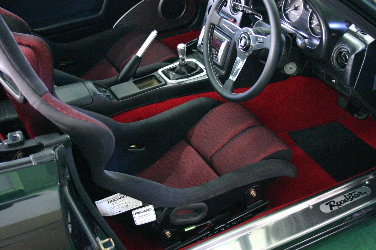 Mazda Miata Set Up With Maruha S Carpet And Recaro Seats Miata Mazda Miata Recaro