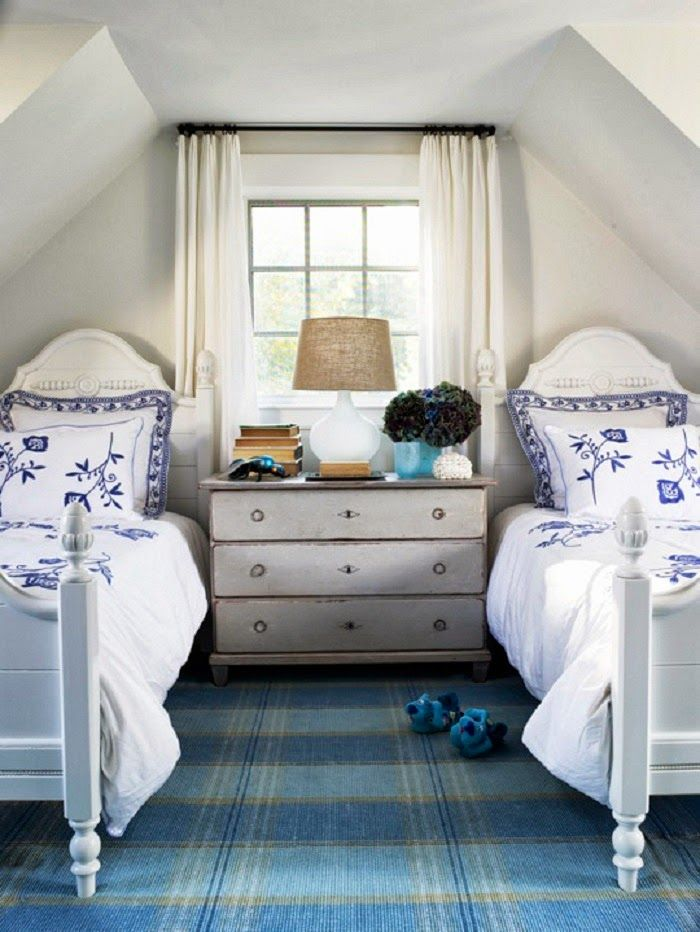 Chic coastal living hamptons style design for twin room - Antike schlafzimmer ...