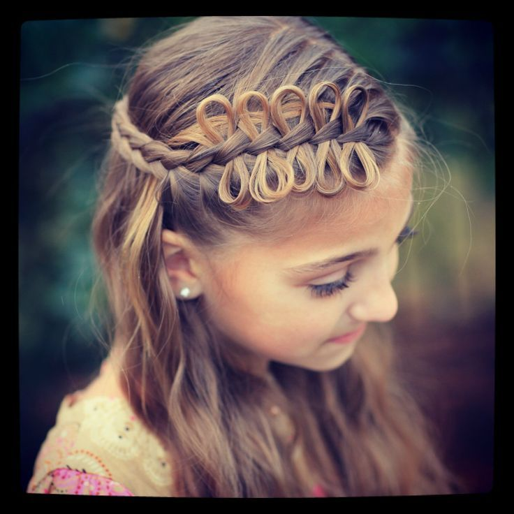 Love this dainty hair style!