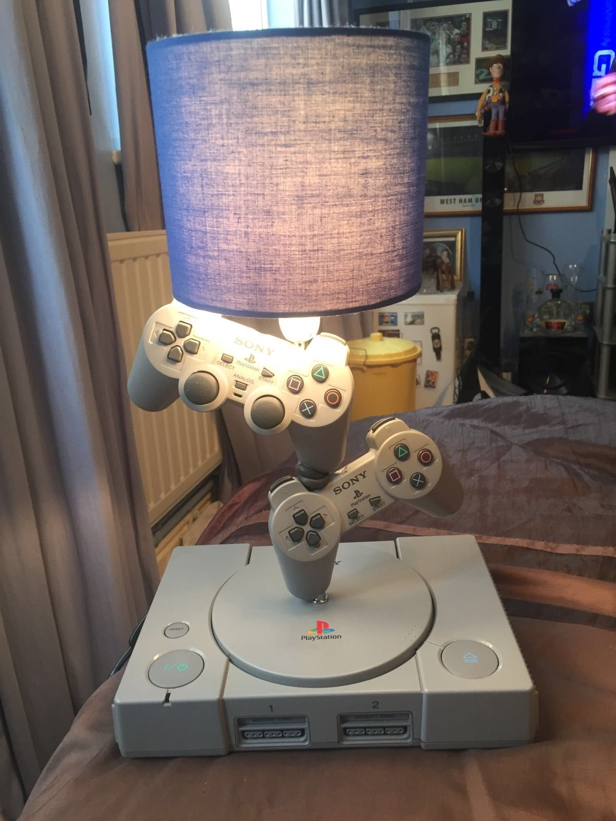 Playstation 1 into a lamp video game fun in 2018 pinterest salle de jeux jeux and deco gamer - Chambre game but ...