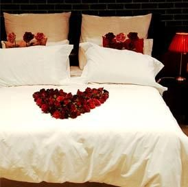 How to decorate your room for the wedding night - bollywoodshaadis ...