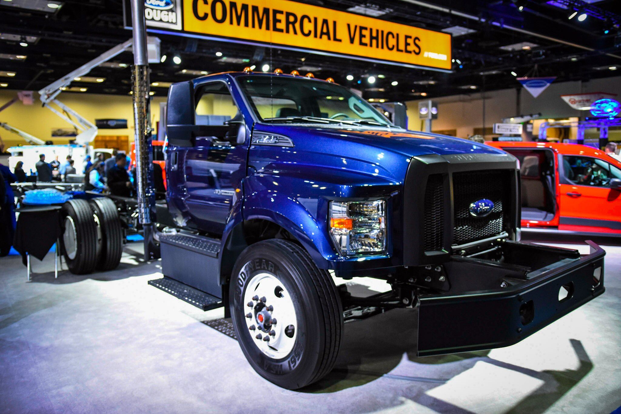 ford unveils 2017 f series chassis cab super duty trucks. Black Bedroom Furniture Sets. Home Design Ideas