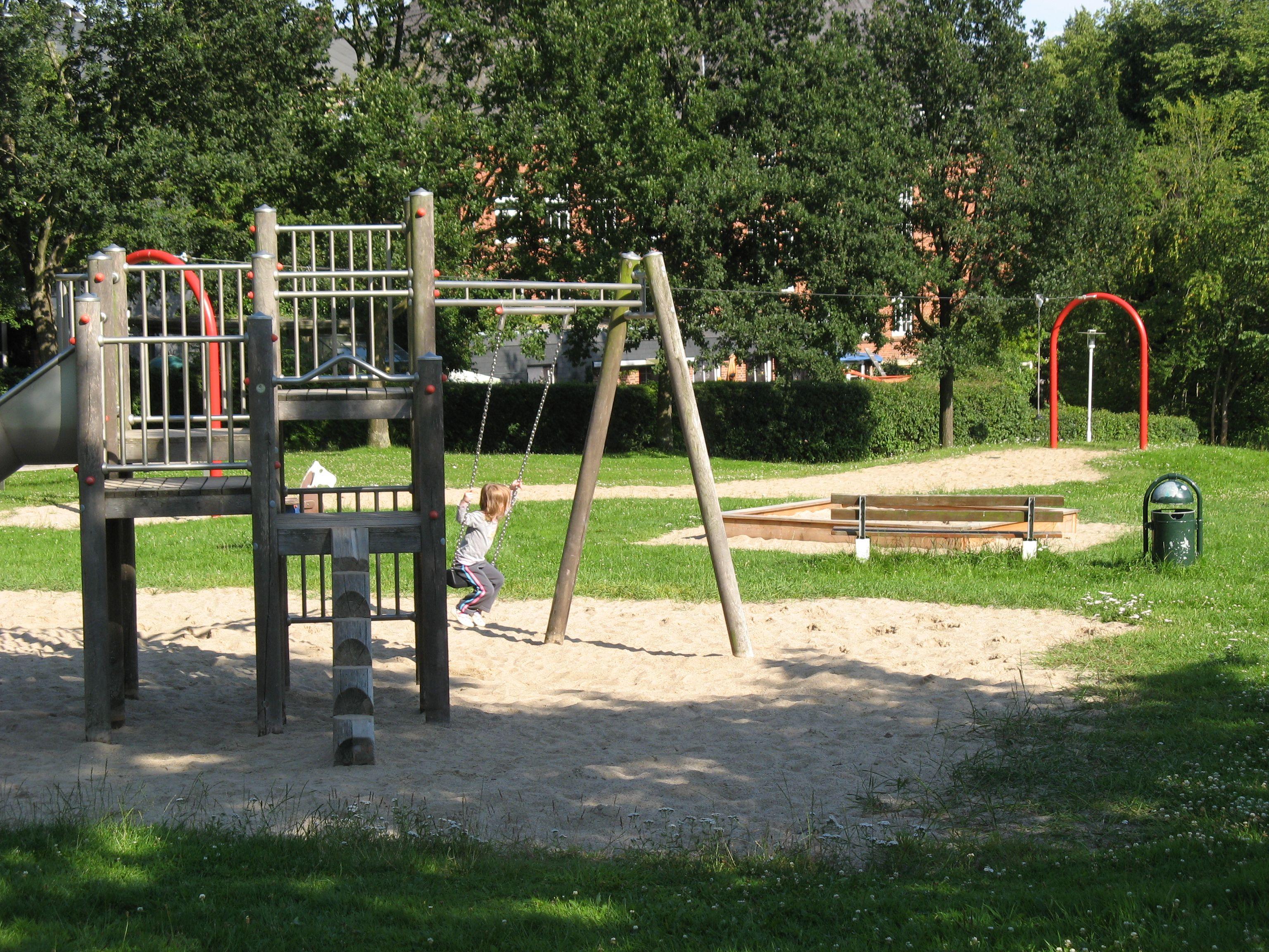 259 Spielplätze und Schulfreiräume mit rund 20.000 Kindern in Niederösterreich umgesetzt - alle Achtung! Wenn das Wetter weiter so bleibt, kann man sie auch im Winter nutzen :-)  http://www.noe.gv.at/Presse/Pressedienst/Pressearchiv/119891_Spielplaetze.html