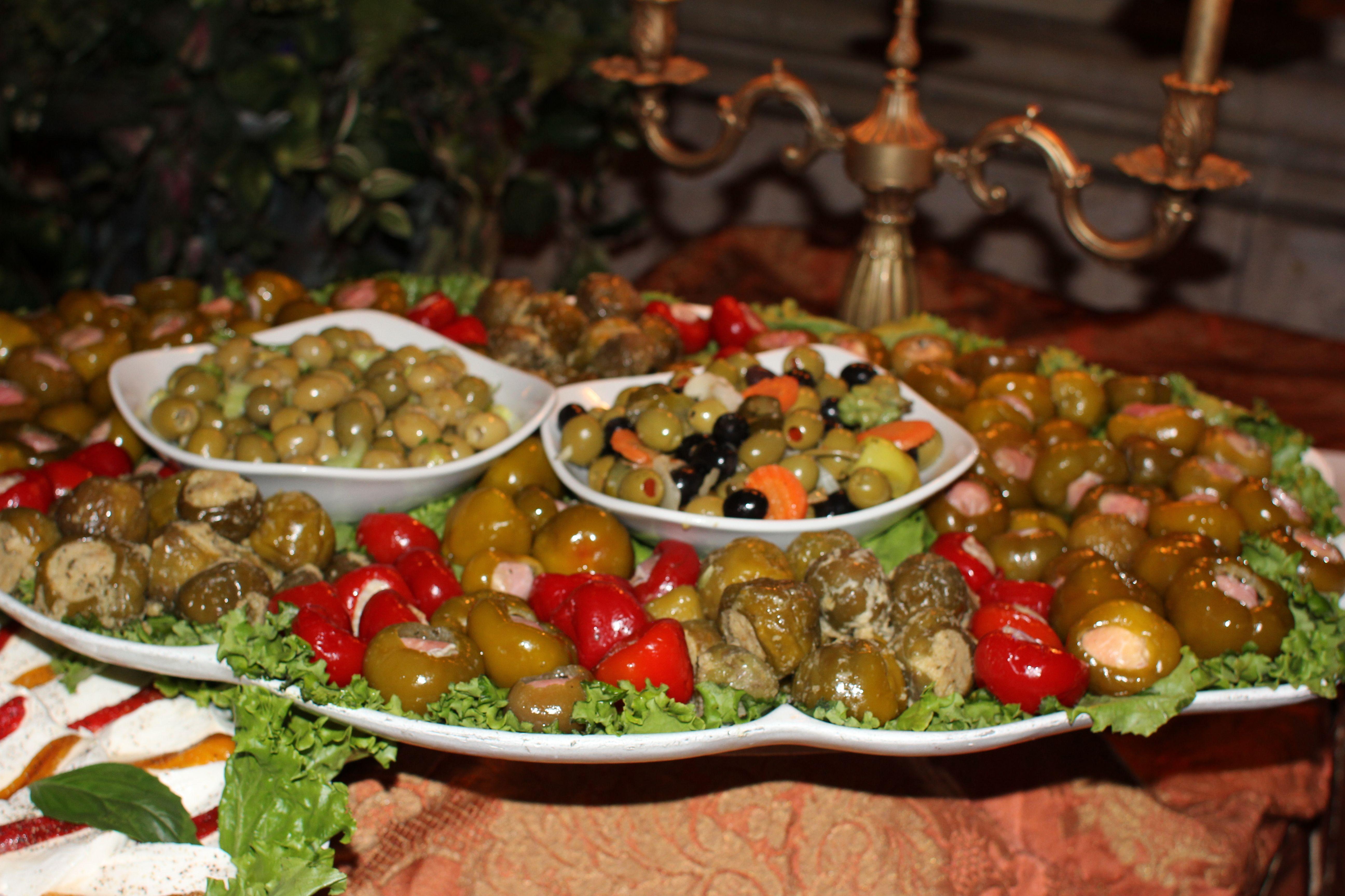 Olive & Stuffed Pepper Bar | Leonard\'s Palazzo Great Neck NY ...