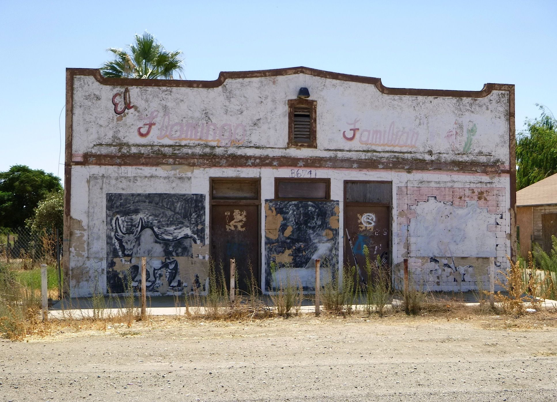 Abandoned store near the rail stop of benito fresno