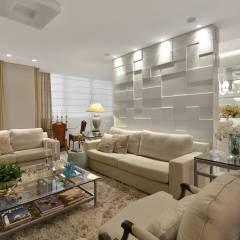 Sala de estar  S|R: Salas de estar translation missing: br.style.salas-de-estar.clássico por Redecker + Sperb arquitetura e decoração