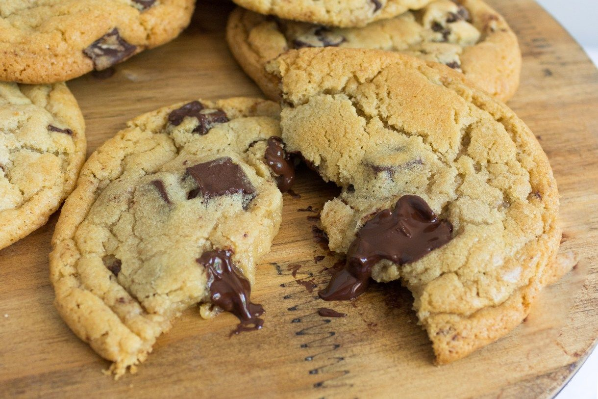 Best Ever Chocolate Chip Cookies | A Slice of Sweet #chocolatechipdip