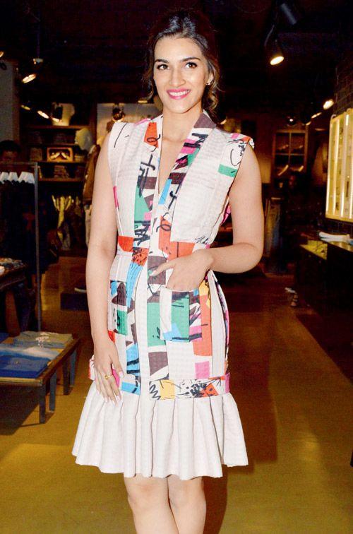 4e46906727272e Kriti Sanon at photographer Rohan Shrestha's exhibition. #Bollywood #Fashion  #Style #Beauty #Hot #Sexy #Cute