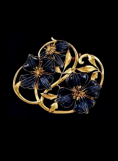 RENÉ LALIQUE | 1901 'Pansies' Brooch. Gold framing supports three pansies in blue and mauve translucent enamel.