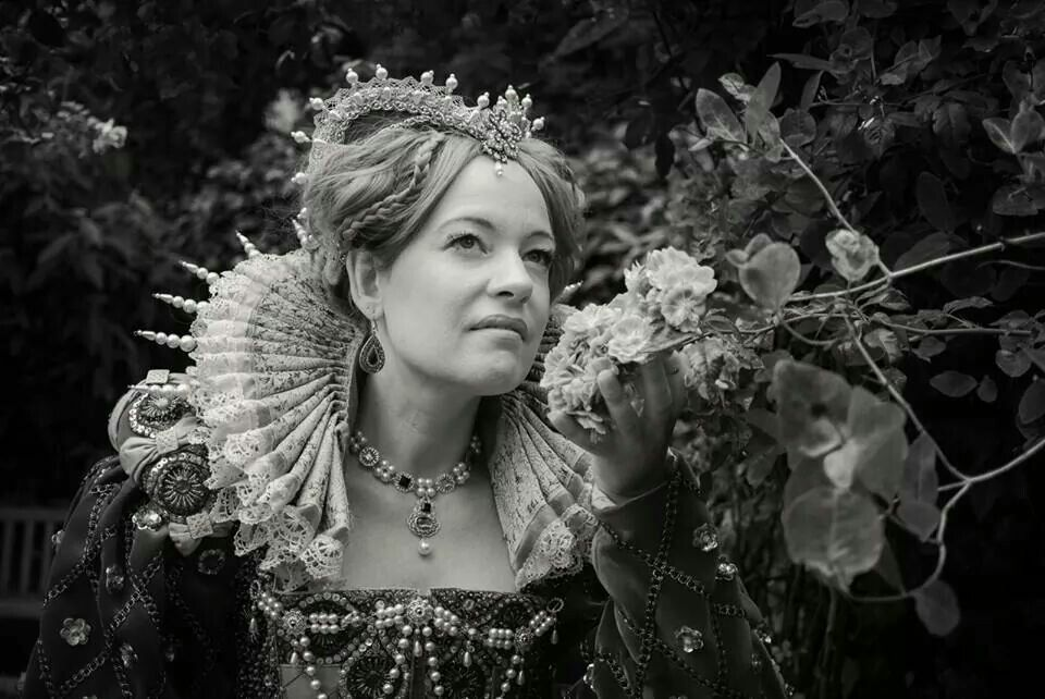 Elisabeth I costume, by Angela Mombers, picture by Piet Osefius