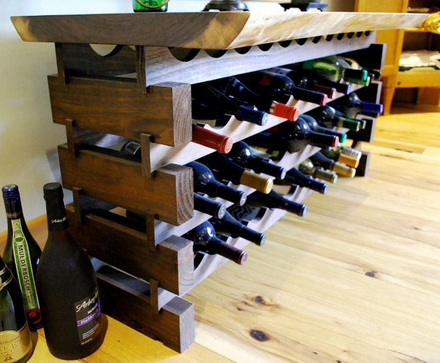Wine racks and bars made of recycled wooden pallets wine for Pallet wine bar