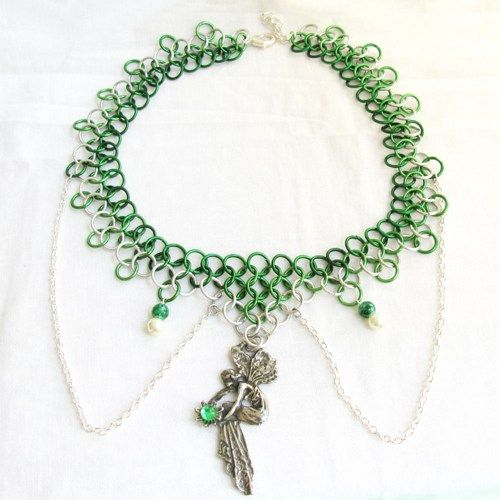 Emerald Fairy - Chainmaille necklace in silver and green