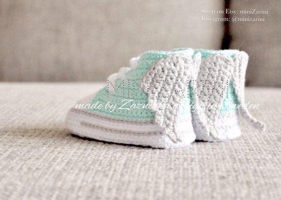 Crochet baby shoes Mint Converse style Angel wings by Minizarini