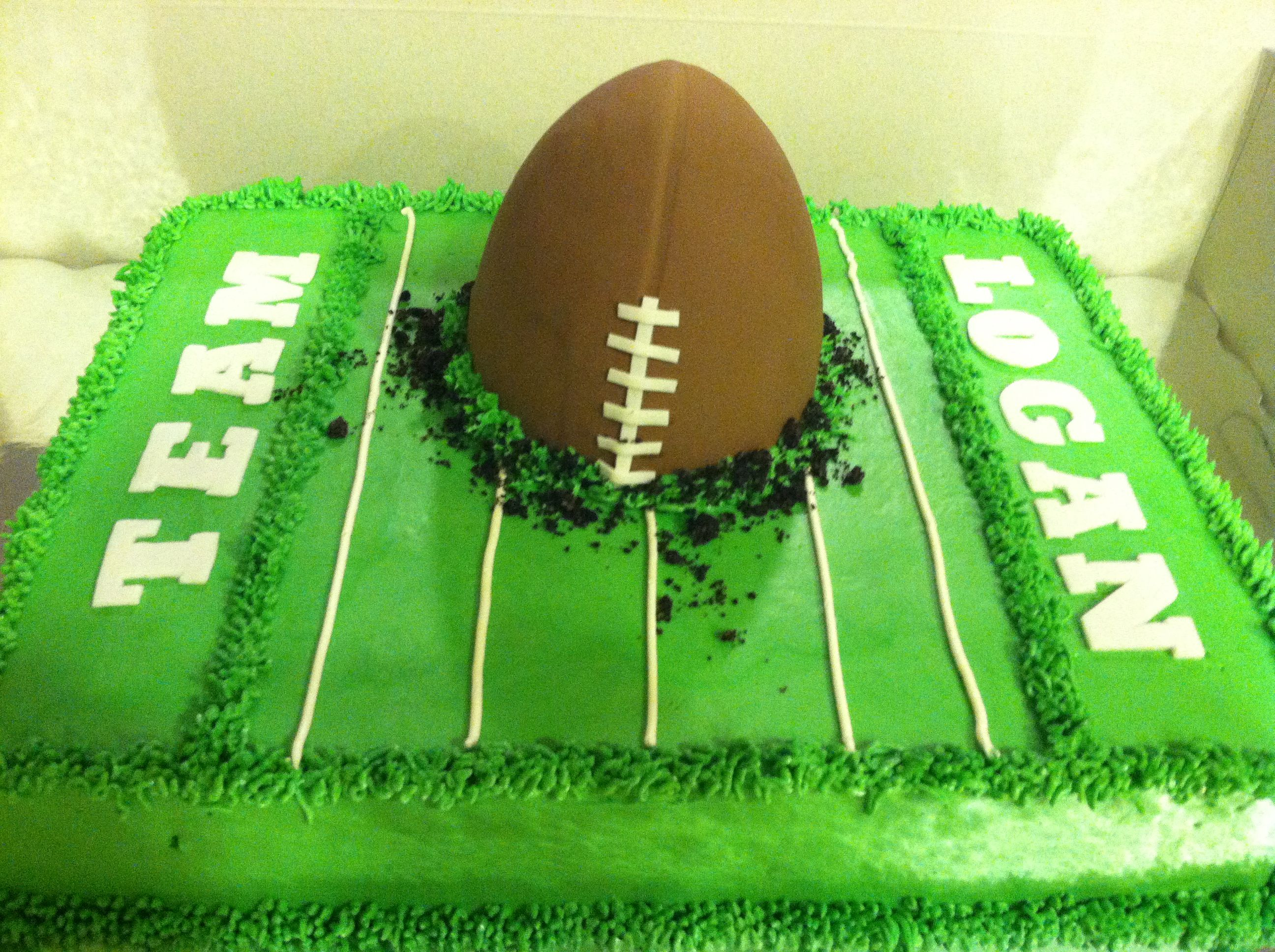 Cake Stage White and green favours football birthday boy