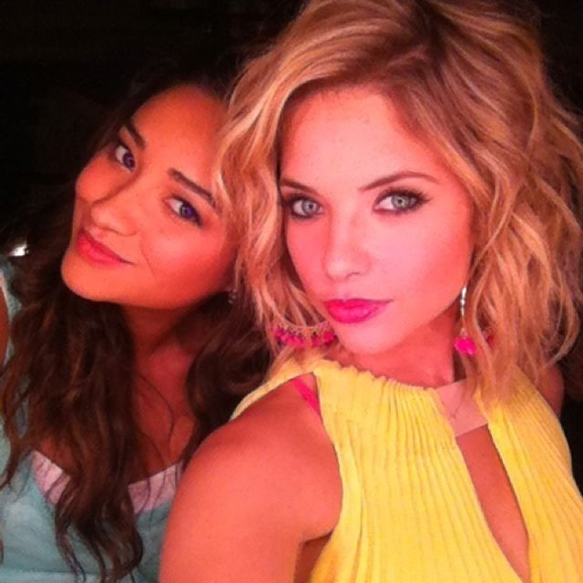 Ashley Benson Voluminous Curly Blonde Hair Nice Style And Colour