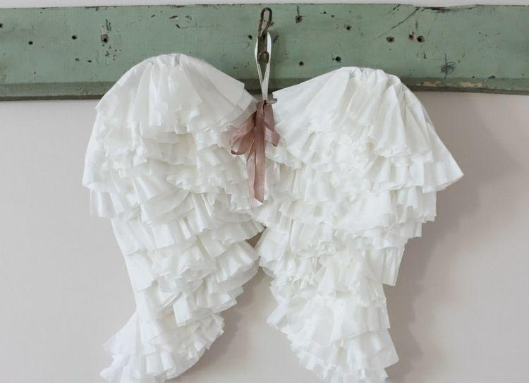Shabby-chic-deko-selber-machen-engelsflügel-weiß-wanddeko