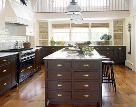 Best Gorgeous Brown White Kitchen Benjamin Moore Tudor 400 x 300