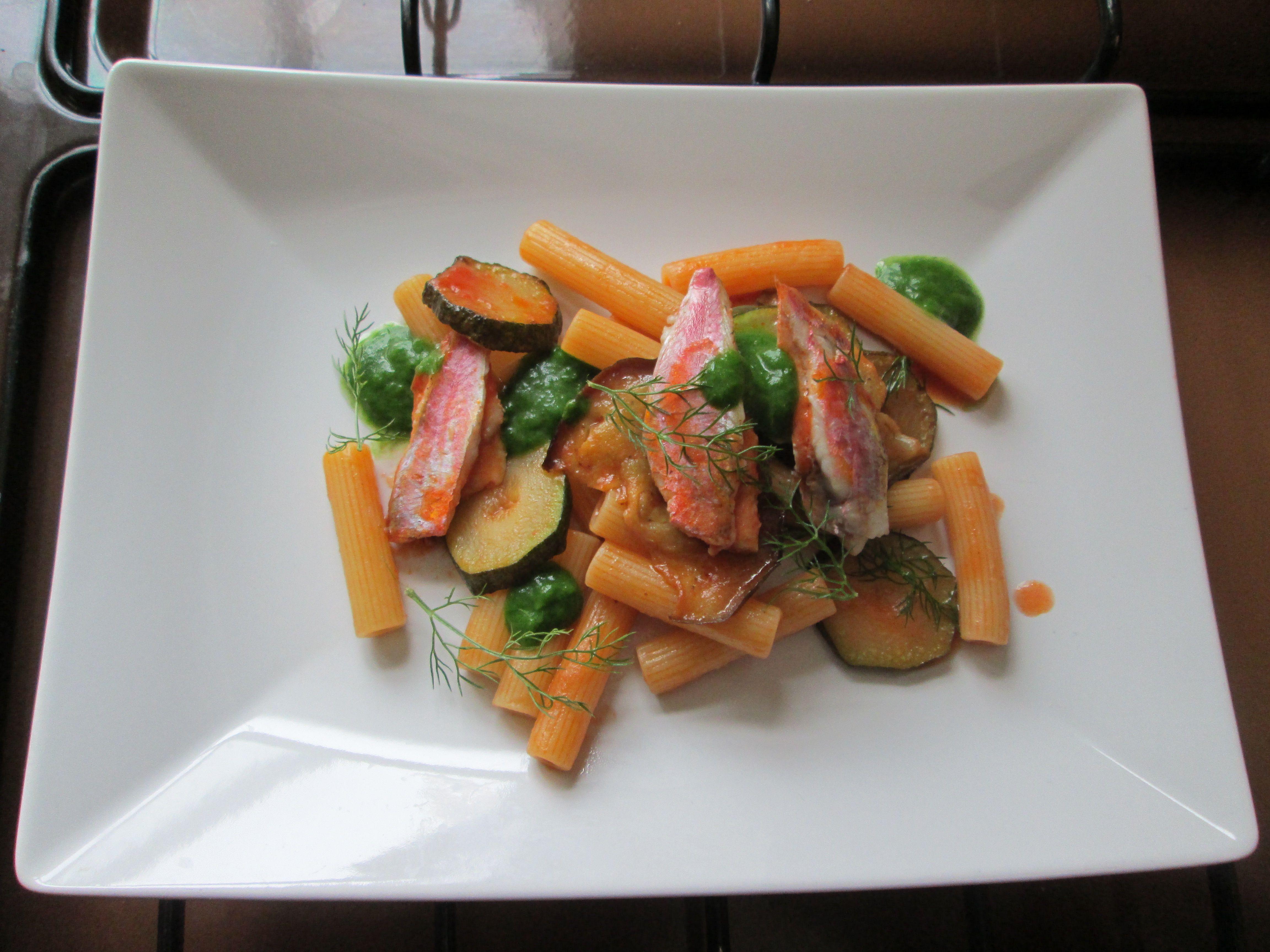JHS  / Gino D'Aquino  Pâtes striées mulet avec une sauce de tomates et les courgettes aubergines  / Gino D'Aquino