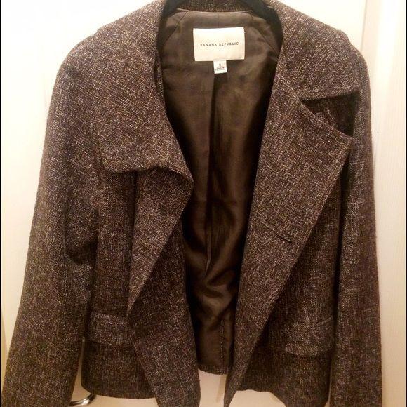 Banana Republic Blazer Banana Republic • Brown Blazer • Silk Lining • Size 6 • Only Worn Once • Perfect Condition! Banana Republic Jackets & Coats Blazers