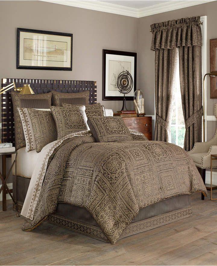 J Queen New York Five Queens Court Warwick Queen Comforter