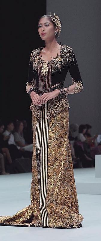 Jakarta Convention Center. Wardrobe: Djoko Sasongko