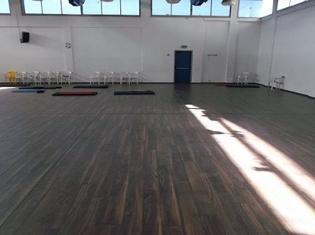 Laminate Floor Sports Hall Country Petah Tikva פרקט אולם ספורט קאנטרי פתח תקוה יורם פרקט מכירה והתקנה טל 050 9911998 Http Hardwood Floors Flooring Hardwood