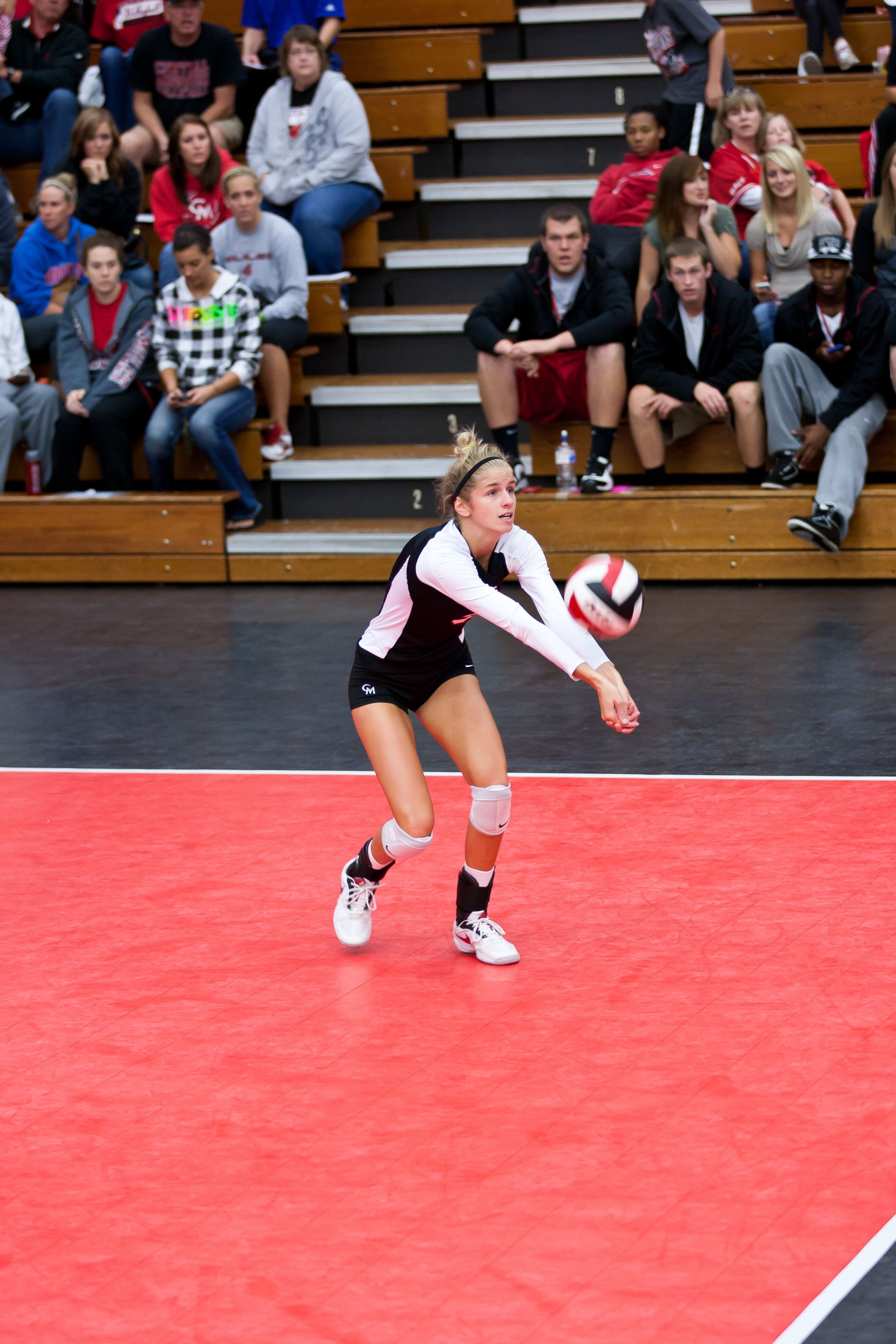 Allie Huffman Was Named The Miaa Player Of The Year Being The First Player From Ucm To Win This Award Since Daria Mcconnell In 1 Volleyball Basketball Basketball Court