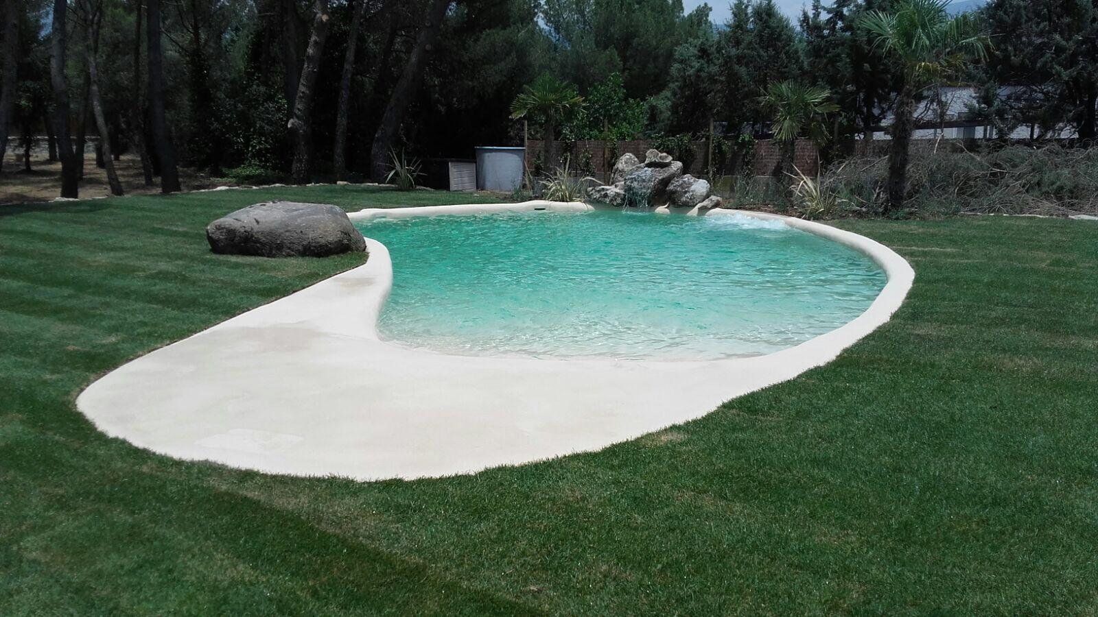 Esta preciosa piscina de arena está situada en una vivienda de la ...