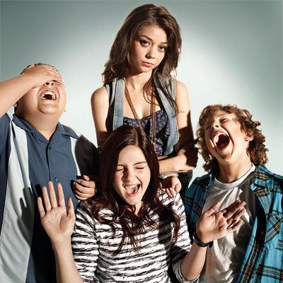 Haley Alex Luke Dunphy Y Manny Delgado Modern Family Luke Modern Family Funny Modern Family