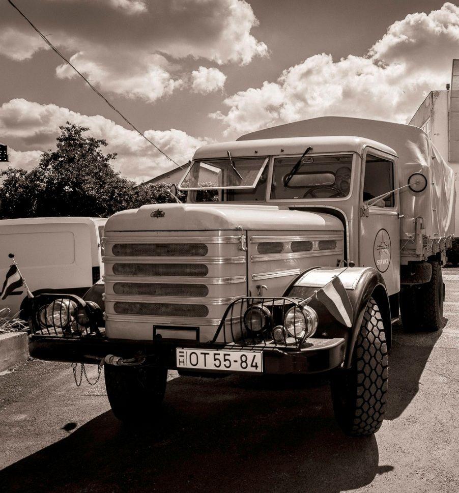 Egy 1972-es évjáratú Csepel D-344-es teherautó igyekezett idén májusban a Kiskőrösi Dutra Nemzetközi Találkozóra, ahová meghívást kapott. Véletlenül azonban rátévedt egy fizetős útszakaszra és megbírságolták. Szerencsére ilyen soha többé nem fordulhat elő vele.