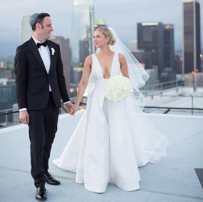 Comedian Iliza Shlesinger Married Chef Noah Galuten In A Monique Lhuillier Gown With A Plunging Neck Wedding Dresses Celebrity Weddings Celebrity Wedding Gowns