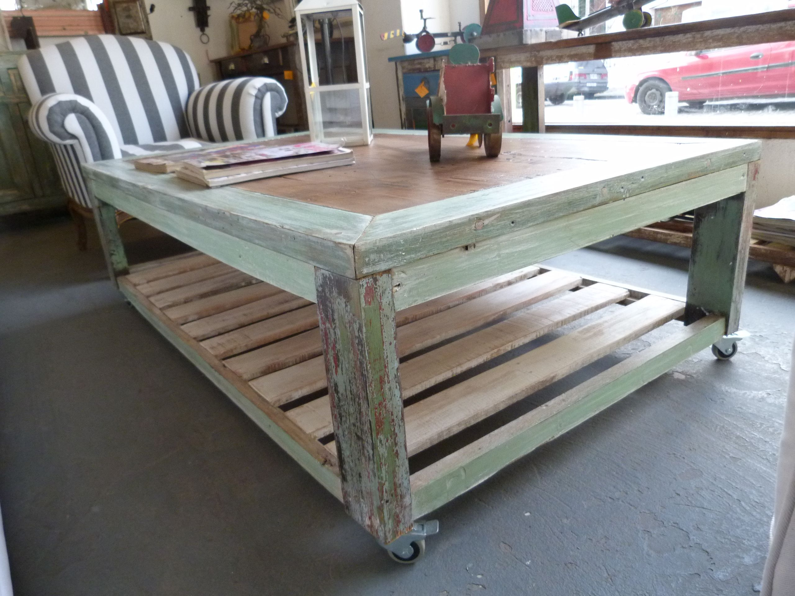 Mesa ratona rustica madera tablones reciclar reciclado for Mesas de madera para terraza