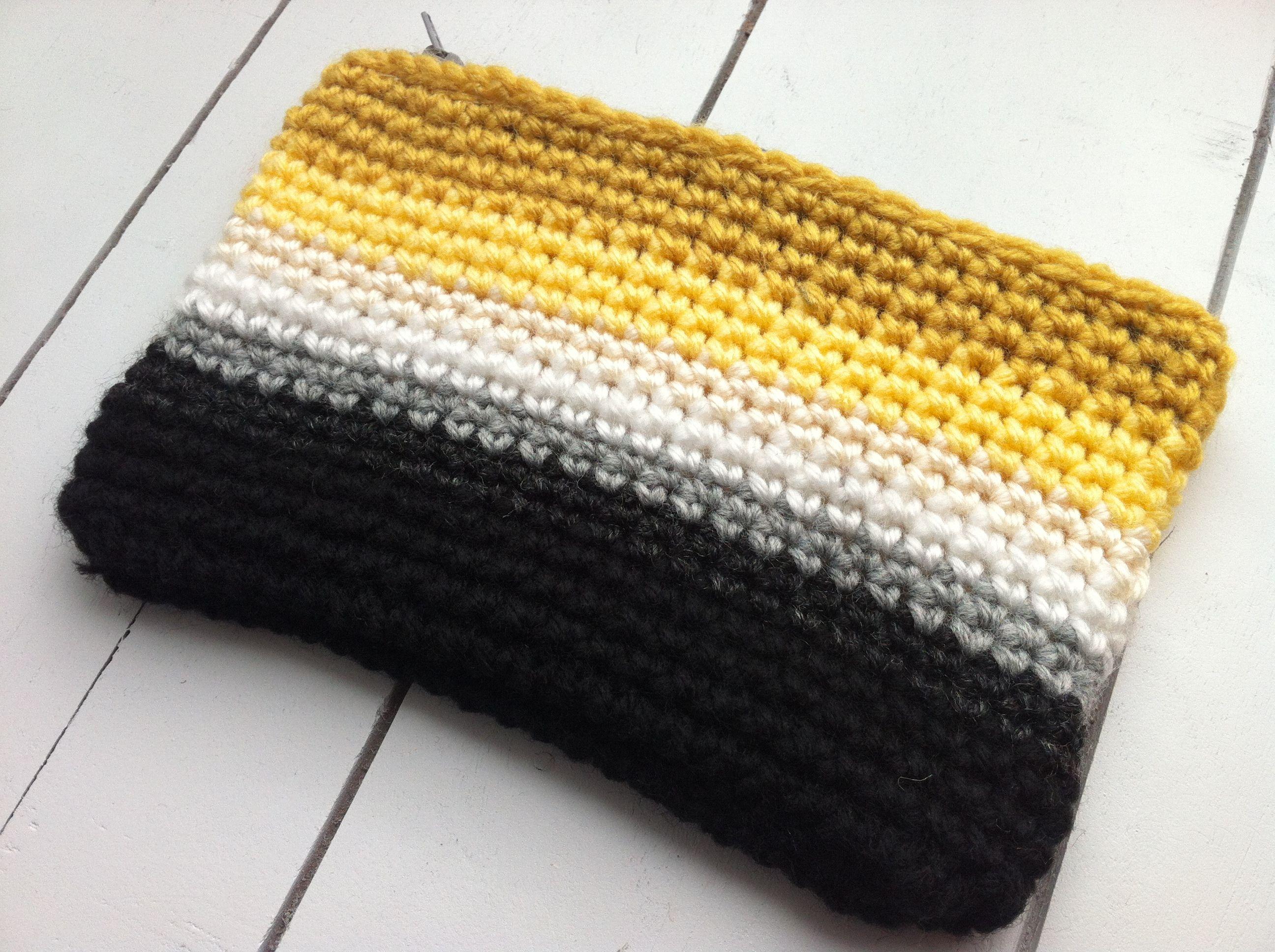 crochet ombre makeup bag   Knitting & Crochet   Pinterest