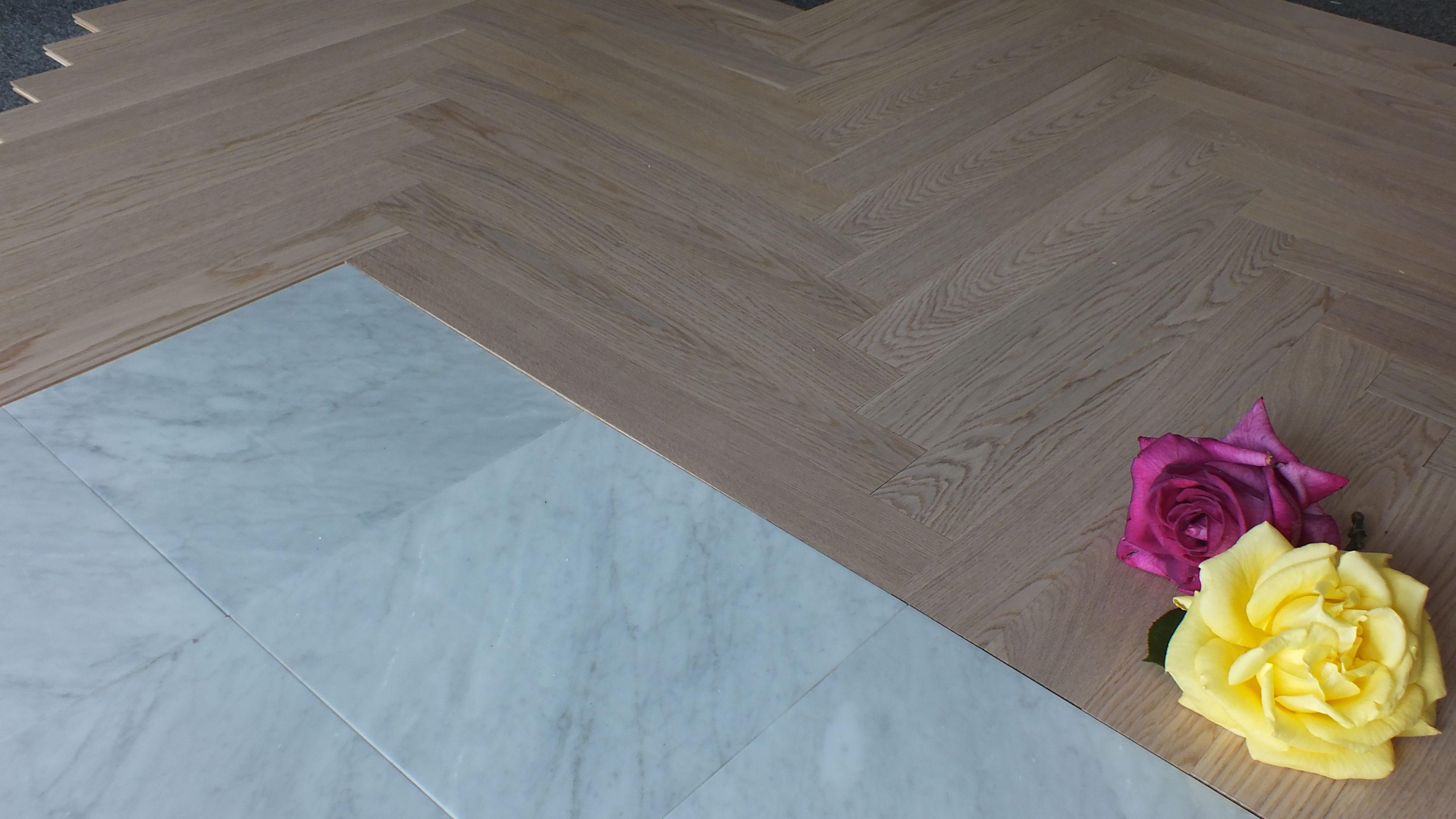 Pavimenti In Parquet E Marmo l'accoppiata fra il marmo bianco di carrara e il parquet, in