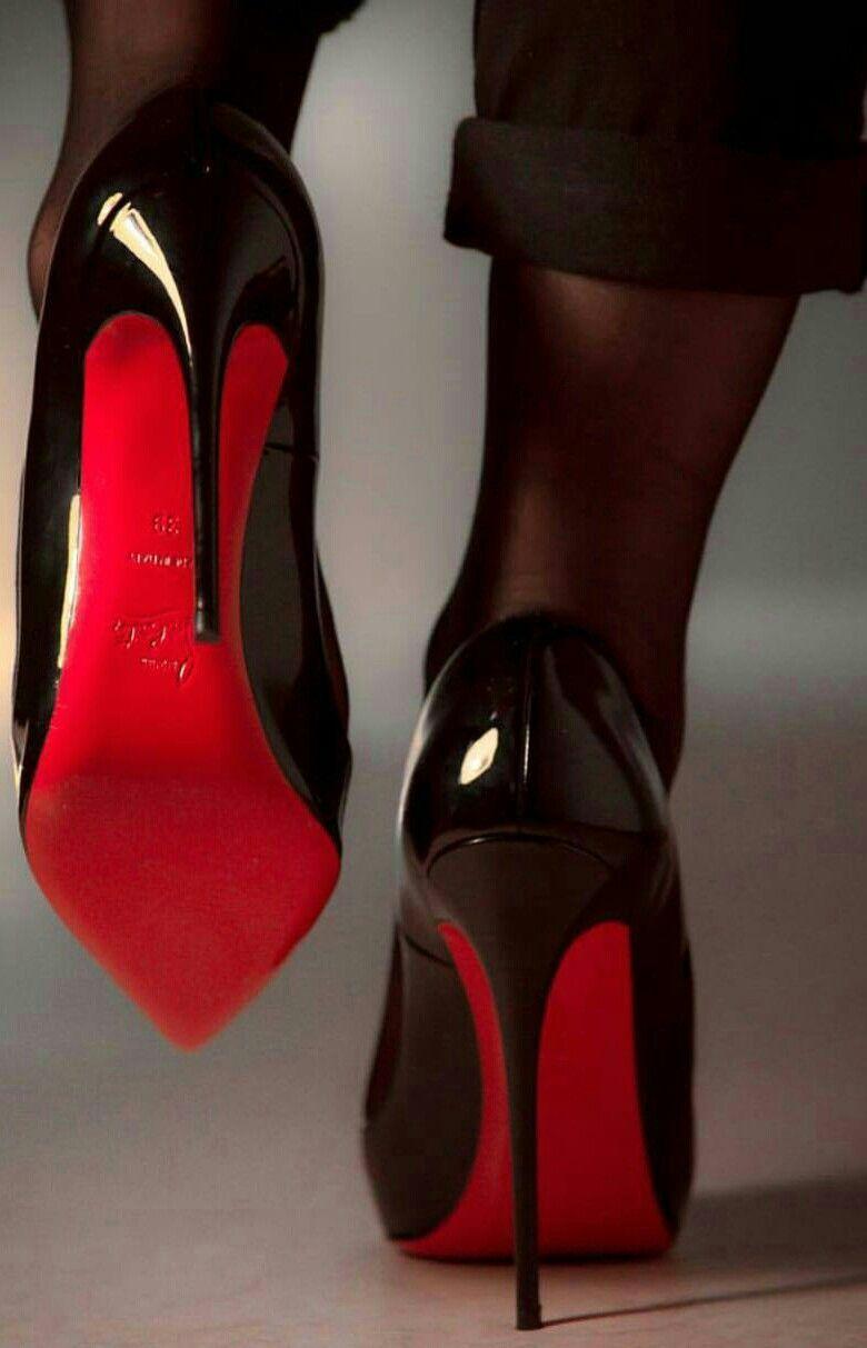 Sai perché le scarpe Louboutin hanno le suole rosse?