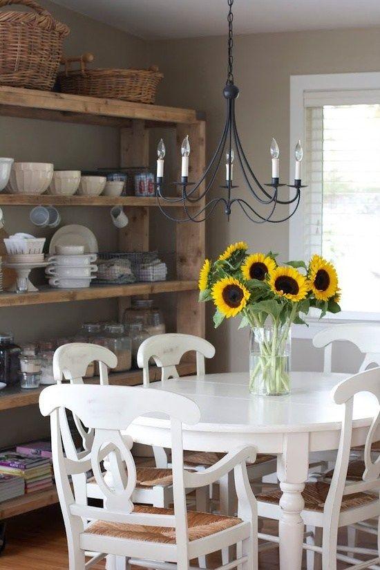 wieße sitzmöbel esszimmer interieur rustikales design   alte Möbel ...