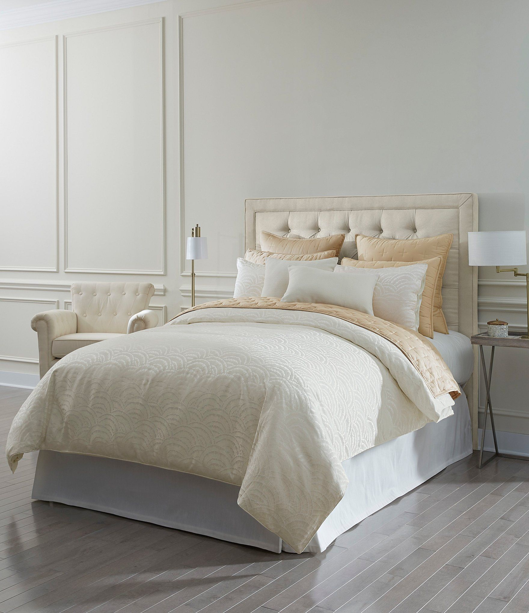 From Luxury Hotel, this duvet mini set features: Woven pattern frontSolid sateen reverseButton closure on duvetSide hidden 4-clear button closure on shamsPolyester, cottonFabric ties to secure duvet insert (sold separately)Machine washFull/Queen duvet mini set includes:Approx. 92