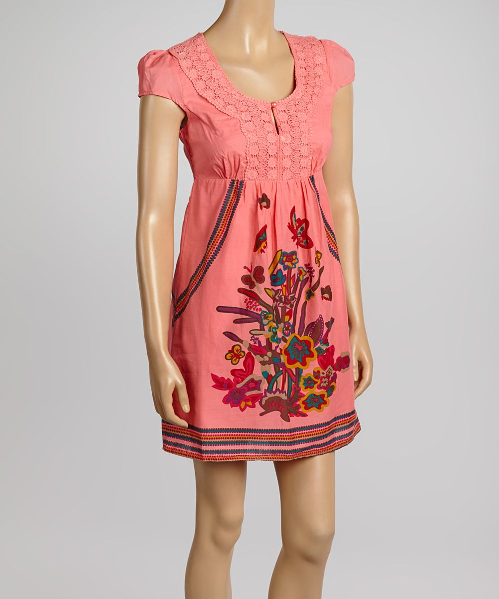 Great summer dress, love that it has sleeves too!