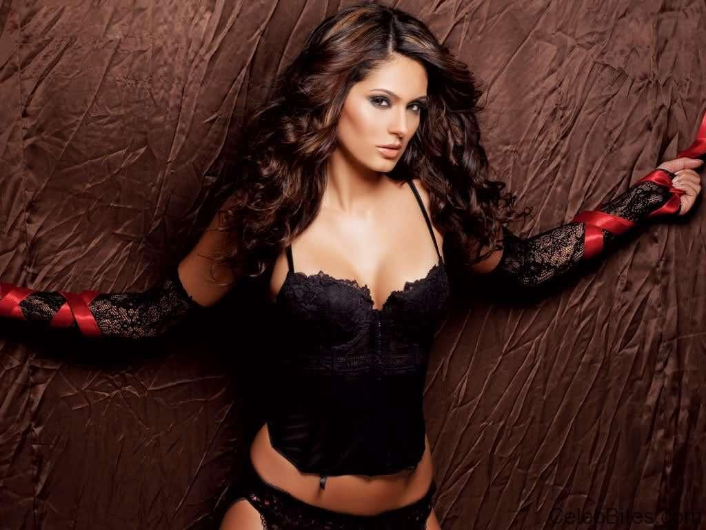 Bruna abdullah hot back bruna abdullah in short dress bruna abdullah - Bruna Abdullah Sizzling Hot And Spicy Photos Collection