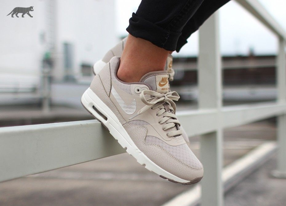 huge discount a6e0a a1e84 Nike Air Max, Air Max 1, Air Max Thea, Metallic Gold, Running