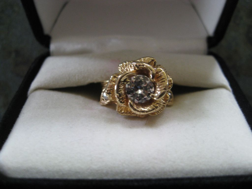 Rose Shaped Engagement Ring Las 14k Solitaire Diamond Wedding Like A With From