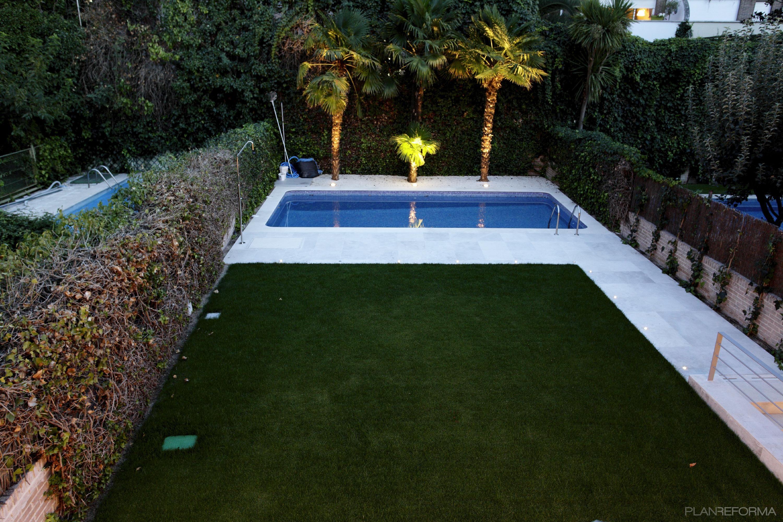 Piscina, Jardin Style Moderno Color Verde, Blanco Dise Ado Por