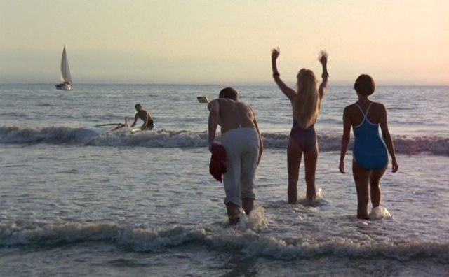 Resultado de imagen de pauline at the beach gif