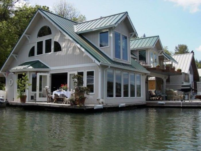 These Floating Homes Near Portland Are The Ultimate Place To Spend